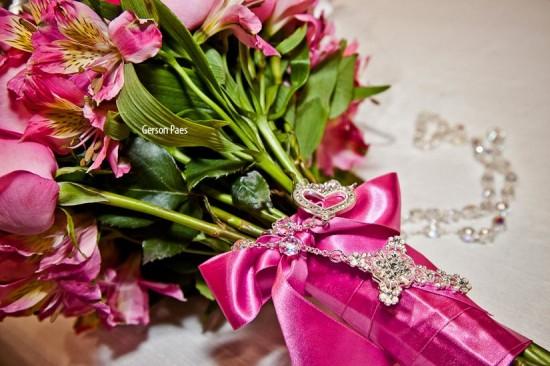 Terço de noiva para casamento com contas transparentes e coração. Foto: Alfa Foto.