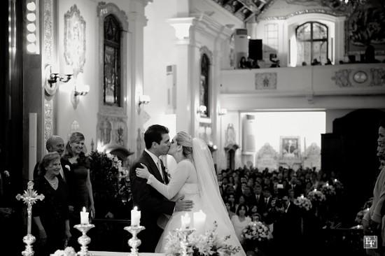 Vestido de noiva com bolero ou casaquinho de tule. Foto: Edu Federice.