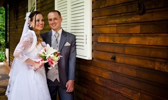 Vestido de noiva com bolero com manga rendada. Foto: Alfa Foto.