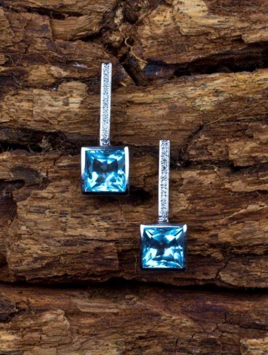 Casamento: Brinco em topázio azul e prata. Strass & Cezareto.