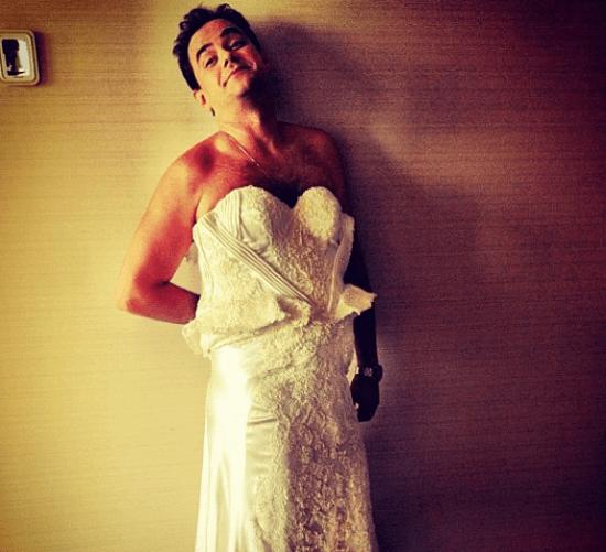 Carioca do Pânico vestido de noiva