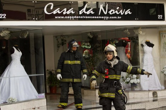 Incêndio na Rua das Noivas. Foto: Eduardo Knapp, Folha Press.