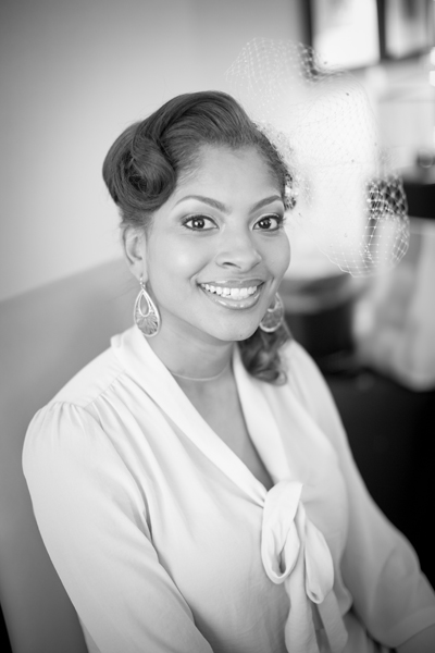 Casamento: penteado vintage ondulado para noiva negra. Foto: Three Lights Photography.