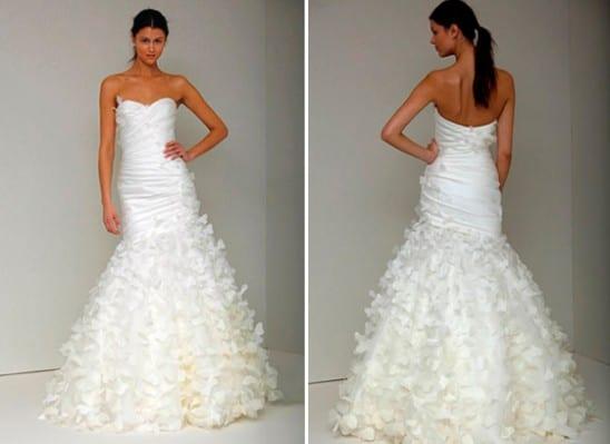 Vestido de noiva com borboletas costuradas. Estilista: Monique Lhuillier.