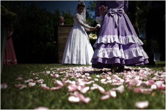 Casamento gaúcho: daminha-de-honra em vestido típico. Foto: Beth Esquinatti.