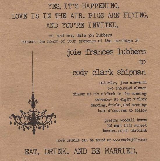 Convite de casamento diferente e alternativo: papel envelhecido e letra de máquina de escrever. Foto: Greg Myers.