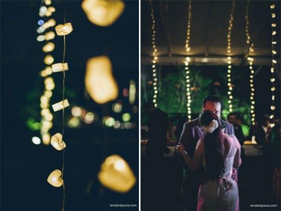 Decoração de casamento com luzinhas no teto do salão e casal dançando. Foto: Renato DPaula.