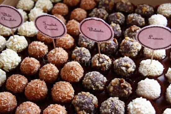 Brigadeiro gourmet em casamento. Foto: Miss Apple Sweets.