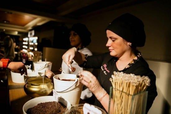 Buffet de brigadeiros gourmet em casamento. Foto: Guido Argel | Belgaderia.