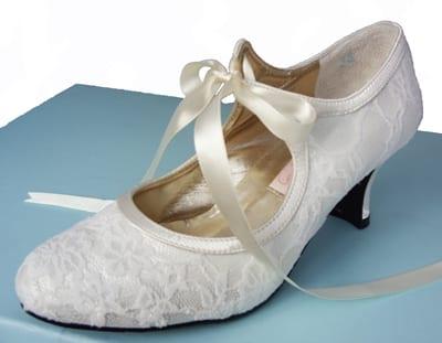 Sapato de noiva para casamento da loja Bespoke Big Day.