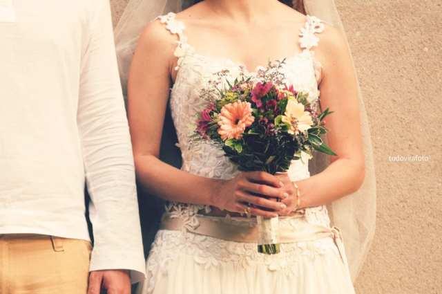 Casamento no Jardim Botânico de São Paulo: buquê de noiva com gérberas. Foto: Tudo Vira Foto.