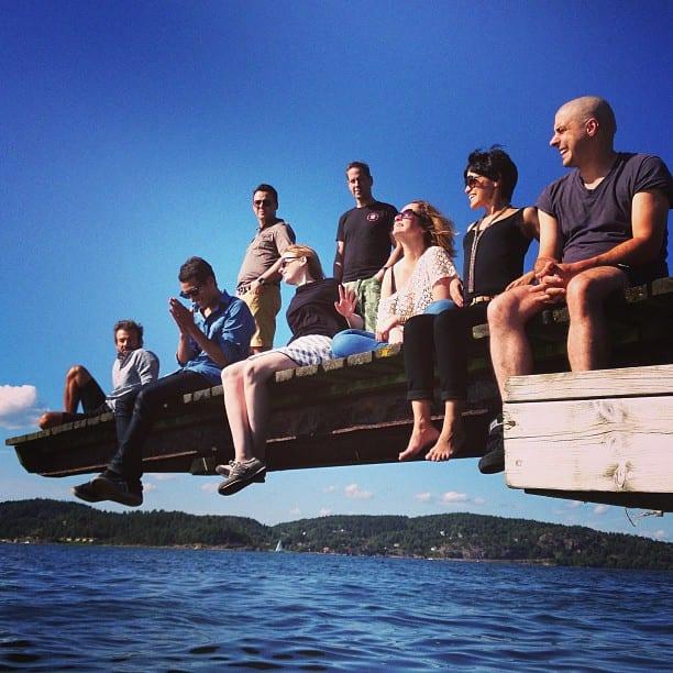 Destination wedding: passeio de barco com convidados.