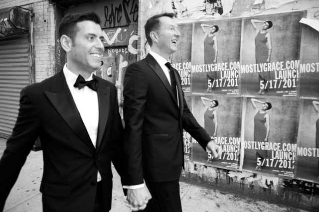 Casamento gay: noivos de smoking. Foto: Christopher Lane.