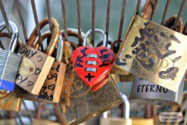Pont des Amoureux ou Pont des Arts em Paris: a ponte dos cadeados. Foto: Cíntia Costa/ Planejando Meu Casamento.