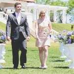 Casamento no campo: padrinhos entram na cerimônia. Foto: 18 Elementos.