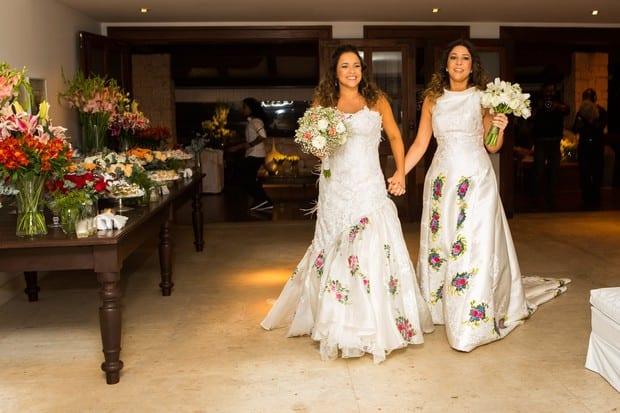 Casamento gay: Daniela Mercury e Malu Verçosa de vestidos de noiva. Foto: Célia Santos/Divulgação