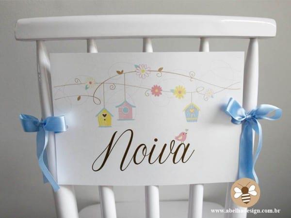 Plaquinha para marcar lugar dos noivos na festa