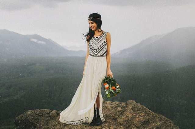 Vestido de noiva diferente com estampa preto e branco. Foto: Benj Haisch Photography.