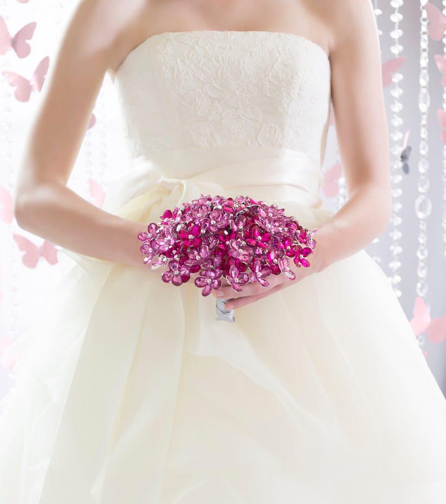 Buquê de noiva de cristais rosa-choque