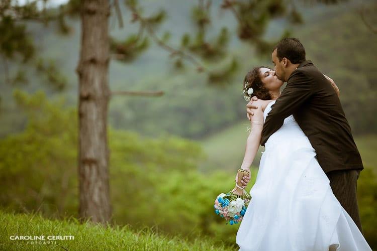 Cerimônia ao ar livre no casamento no campo de Greice e Everton. Foto: Caroline Cerutti.