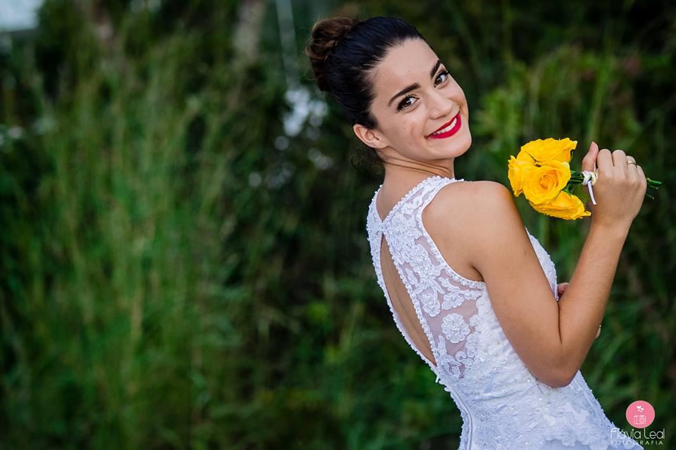 Maquiagem de noiva: batom vermelho. Foto: Flavia Leal Fotografia.