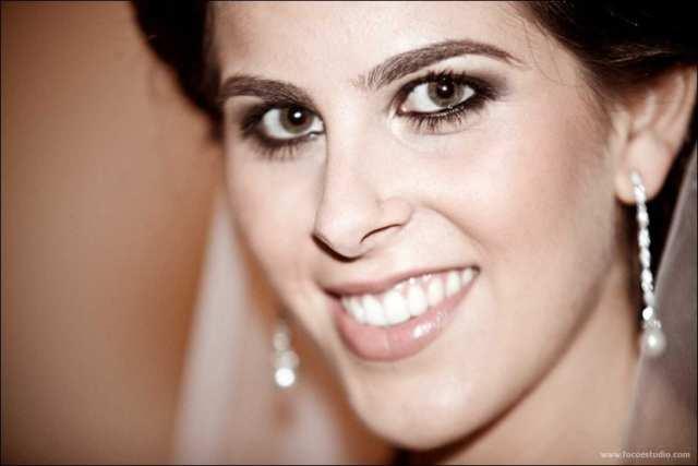 Maquiagem para noivas: olhos bem marcados com delineador e batom nude. Foto: Foco Estúdio.