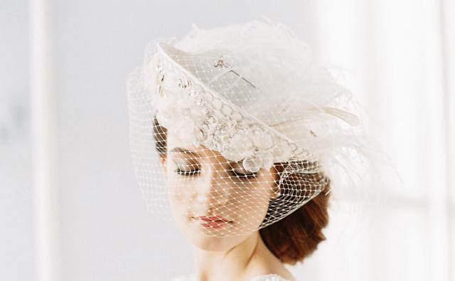 Chapéu para noiva usar no casamento. Erica Elizabeth Designs.