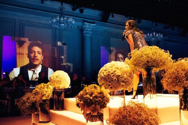 Fabio Porchat e Mia Mello no casamento de Roberto Justus e Ana Paula Siebert.