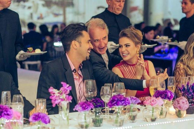 Latino, Otavio Mesquita e Rayanne Morais no casamento de Roberto Justus e Ana Paula Siebert.