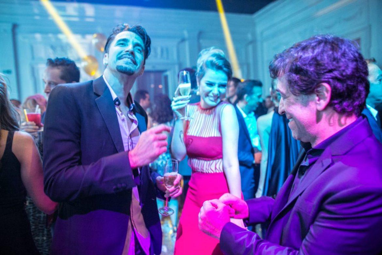 Latino e Rayanne Morais e Ricardo Almeida no casamento de Roberto Justus e Ana Paula Siebert.