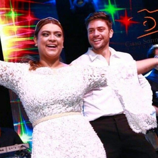 Noivos dançando na festa de casamento de Preta Gil e Rodrigo Godoy.