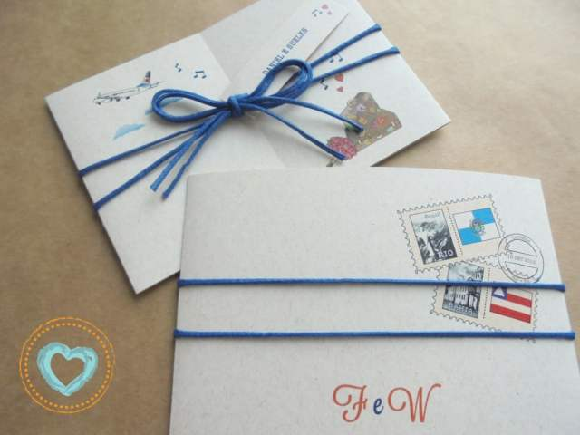 Convite de casamento imitando carta em tom de azul, com ilustração. Da Catita Convites.