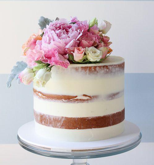 Nake cake de um andar com flores para casamento. Foto: Sugablossom.