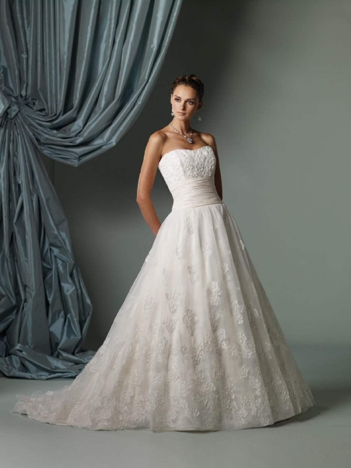Vestido de noiva tomara-que-caia corte evasê. Da Tutti Sposa.