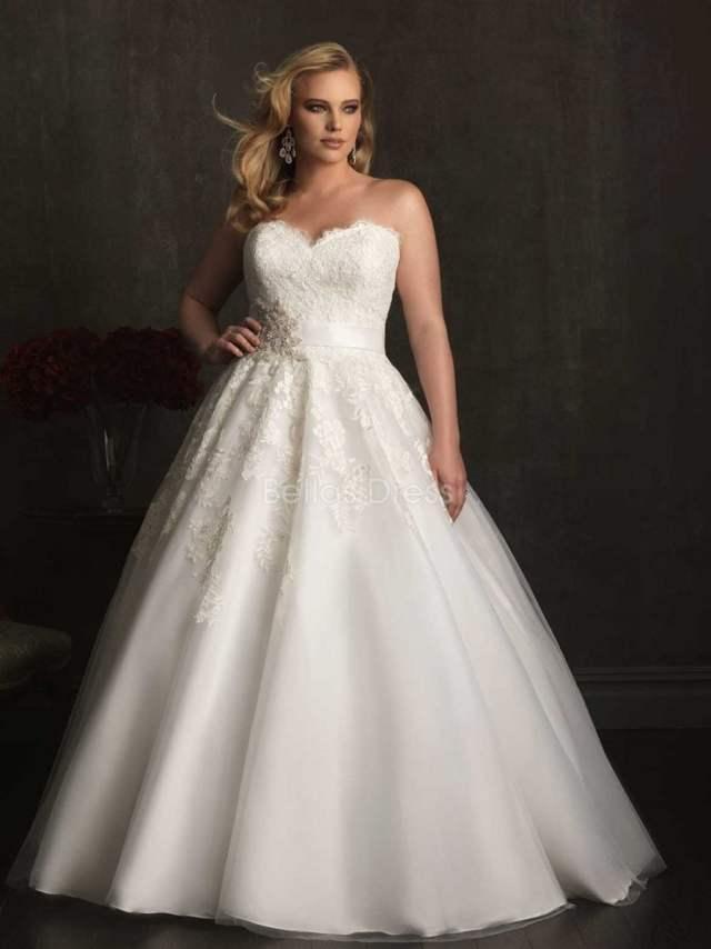Vestido de noiva tomara-que-caia corte princesa plus size. Da David's Bridal.