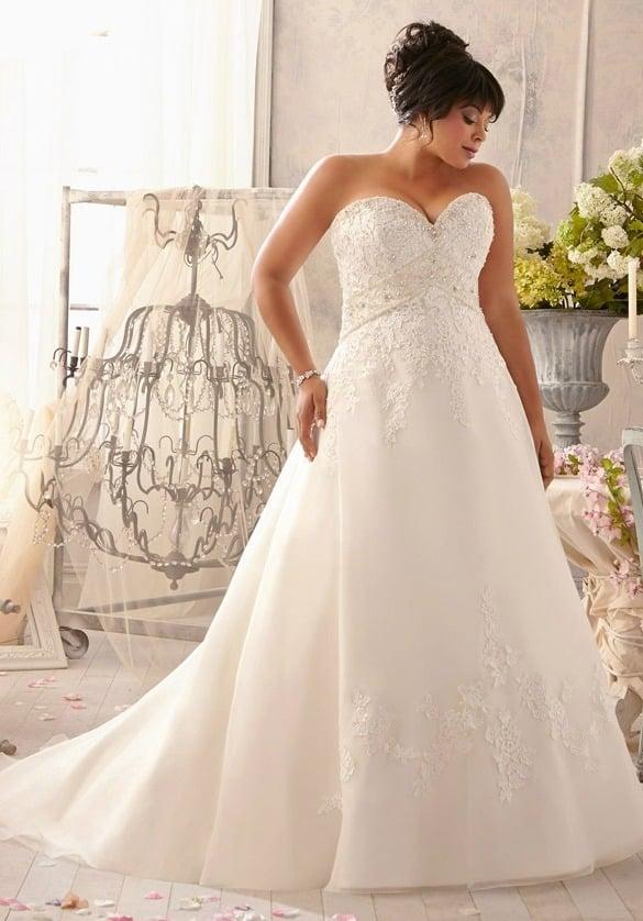 Vestido de noiva tomara-que-caia corte princesa. Da Mori Lee.