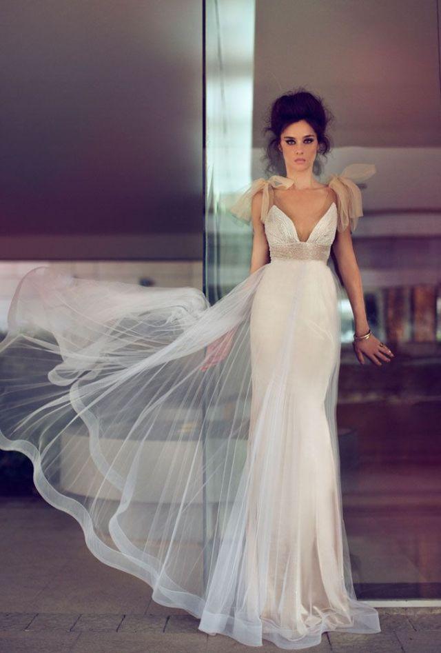 Vestido de noiva esvoaçante. Foto e estilista: Zahavit Tshuba.