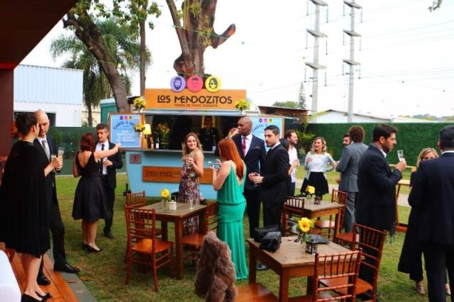 Food truck Los Mendozitos em festa de casamento.