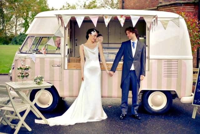 Food trucks em casamento são tendência entre noivos. Foto: Polly's Parlour.