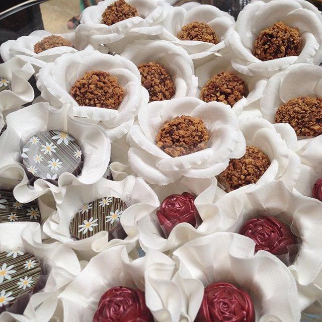 Docinhos finos de casamento da Vila Chocolat na feira de noivas Cheers Off.