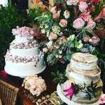 Mesa do bolo e doces de casamento na feira Cheers Off. Da Manô Doces. Foto: Fica Vai Ter Bolo Assessoria.