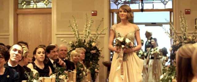 Taylor Swift de madrinha de casamento.