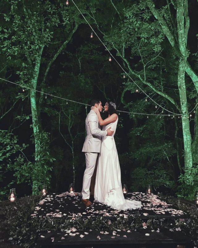 Foto do casamento Débora Nascimento e José Loreto com vestido de noiva.