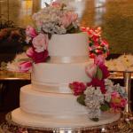 Bolo de casamento religioso de Helena Bordon e Humberto Meirelles por The King Cake.