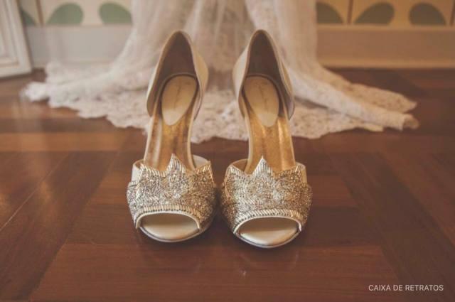 Calçado de noiva vintage: sapato da marca Jluiana Bicudo. Foto: Caixa de Retratos.
