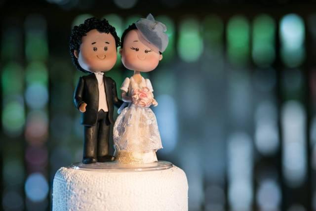 Noivinhos de topo de bolo personalizados feitos por Nilde Lima.