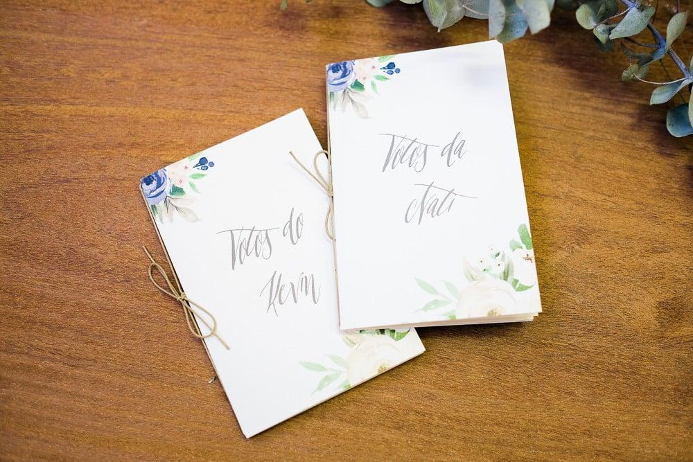 Caderninho de votos de casamento personalizado com nomes dos noivos do Estudio Tatu. Mais inspirações no blog Planejando Meu Casamento ( www.planejandomeucasamento.com.br ).