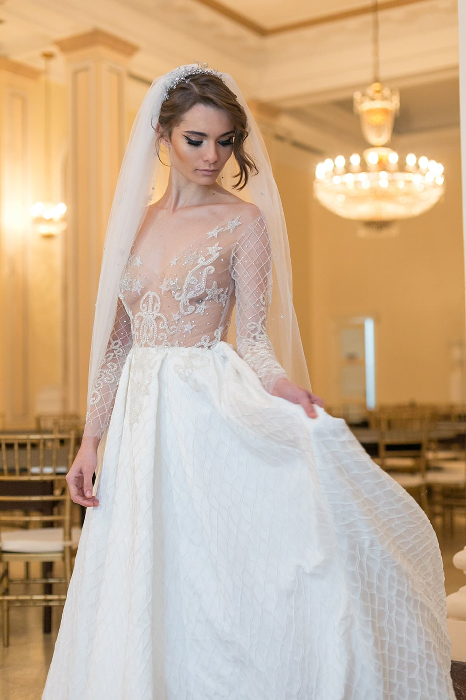 Vestidos de noiva glamourosos e vintage de Carol Hungria. Foto: Marina Fava. Mais inspirações no blog Planejando Meu Casamento ( www.planejandomeucasamento.com.br ).