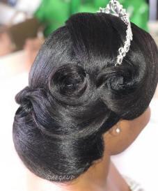 Fotos de penteados de noiva: coque. Foto: @aegaud