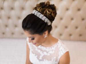 Fotos de penteados de noiva: coque. Foto: @cidaduartemaison